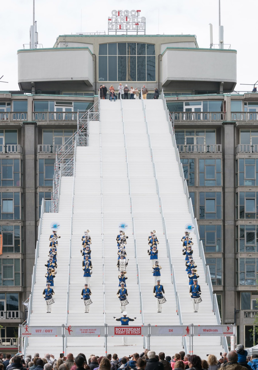 giant-staircase-mvrdv-rotterdam-netherlands-scaffolding-temporary-structure-groot-handelsgebouw-landmark-city_dezeen_936_1